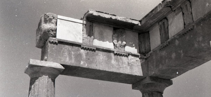 66-02-019: Brauron, rebuilt corner of the stoa, with polytriglyphal frieze