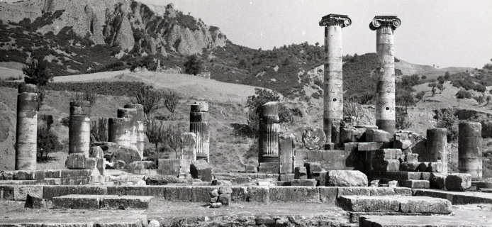 66-19-003: Sardis, temple of Artemis, view through original cella area E to opisthodomos & E columns
