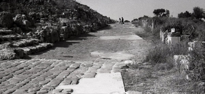 78-25-029 Soluntum, view of decumanus in section with preserved pavement
