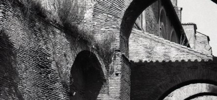 """78-31-036 Rome, """"vertical"""" of buttress archess on S side of SS. Giovanni e Paolo"""