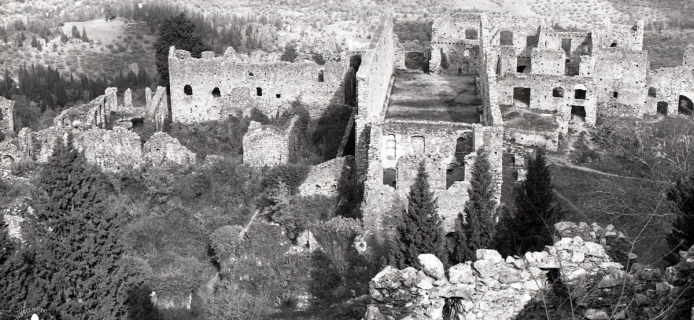 83-25-016 Mistra: telephoto of Palace of the Despotes from Frankish castle