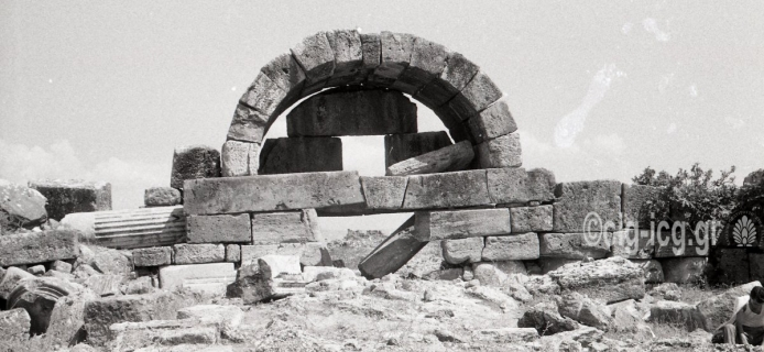 57-06-033: Hierapolis, near and distant views of Late Antique gate with lintel-under-arch