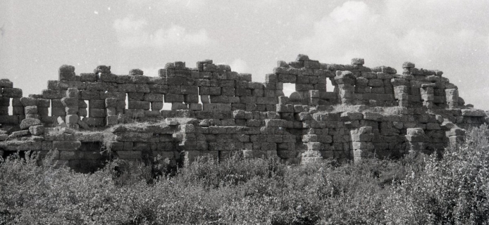 57-09-026: Side, inner face of landwalls, with lower alure extended inward on arches or piers, at second level partial roof of alure supported on piers against epalxis with windows and shutters