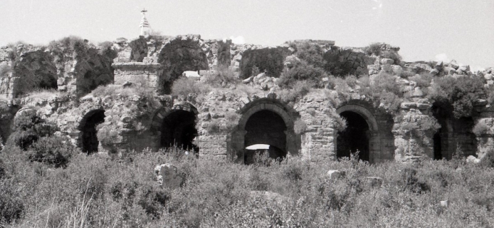 57-09-037: Side, landwalls, pier supporting extension of lower alure, and observation window in curtain