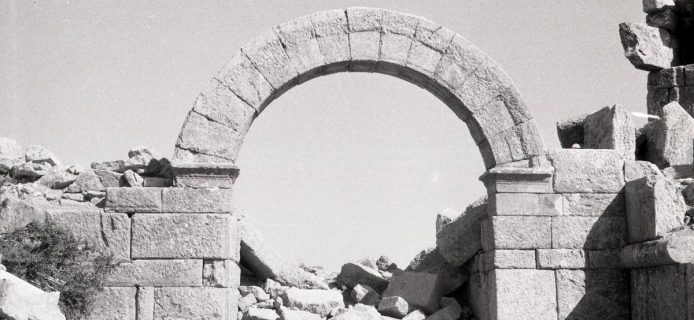 57-10-021: Isaura, Acropolis Gate, arched outer opening and one jamb of arched inner opening of court