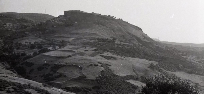 62-20-022: Dhomoko, close and distant views of the site