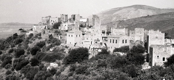 91-04-003 Mani, view of Vathia from S